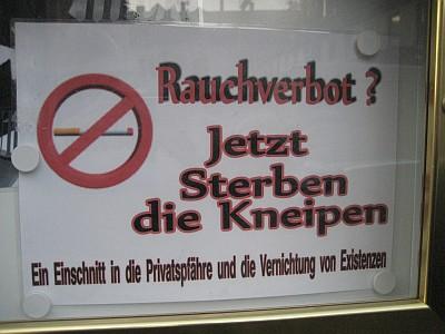 Anti-Rauchverbtsschild mit diversen Fehlern